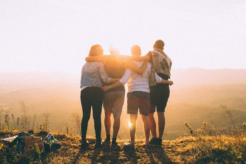 """4 typy """"przyjaciół"""", z którymi relacje musisz natychmiast zerwać. Związki z nimi są toksyczne i wyniszczające"""